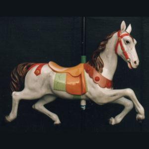 Cheval sculpté en bois