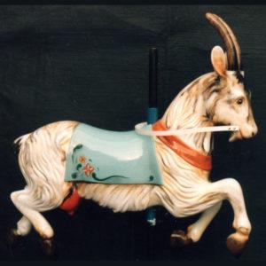 Chèvre sculptée en bois